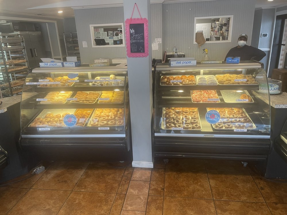 Holt's Sweet Shop: 1809 Reynolds St, Waycross, GA
