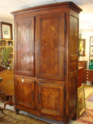 Oak Hall Fine Consignments - CLOSED - Antiques -  Park Rd