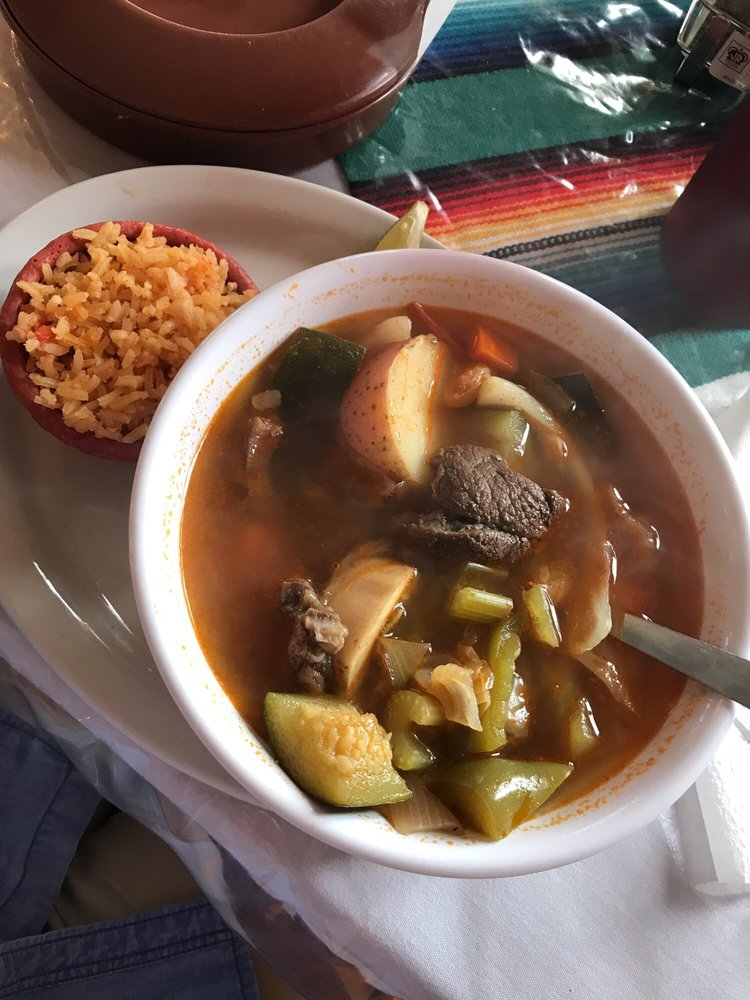Angelica's Mexican Restaurant: 604 10th St, Floresville, TX