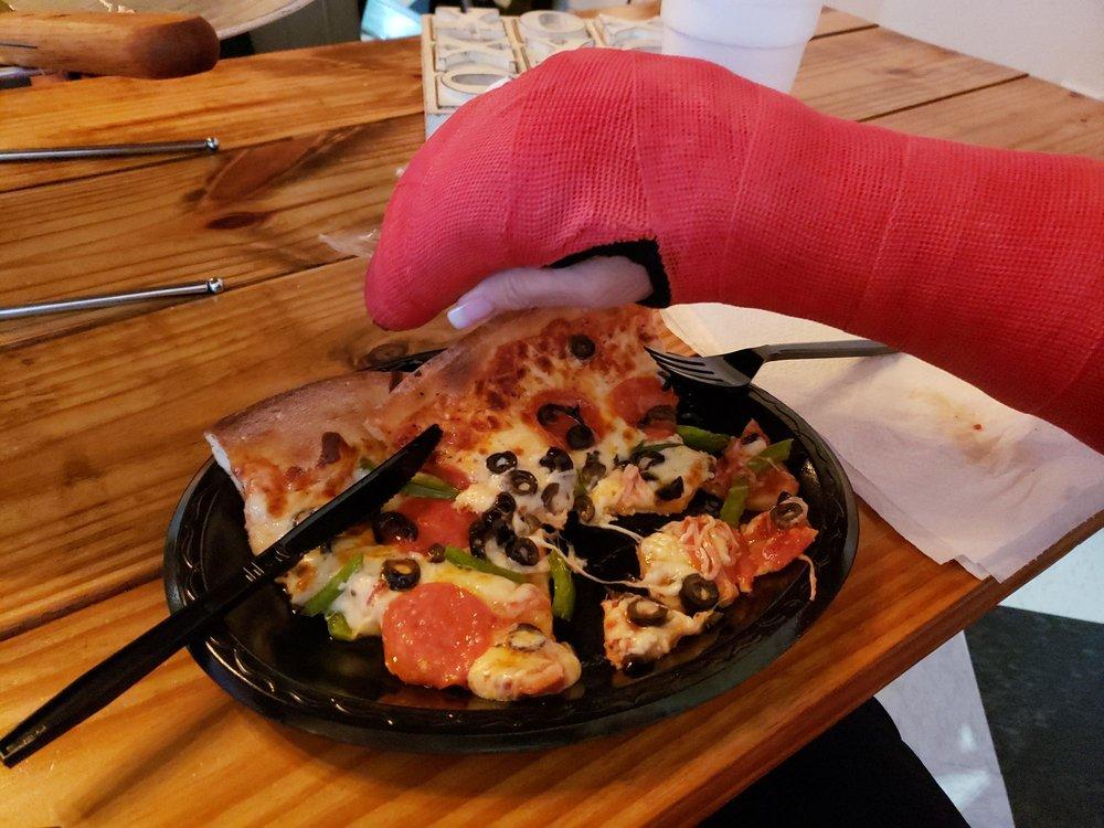 Home Slice Pizza: 735 US-84, Cairo, GA