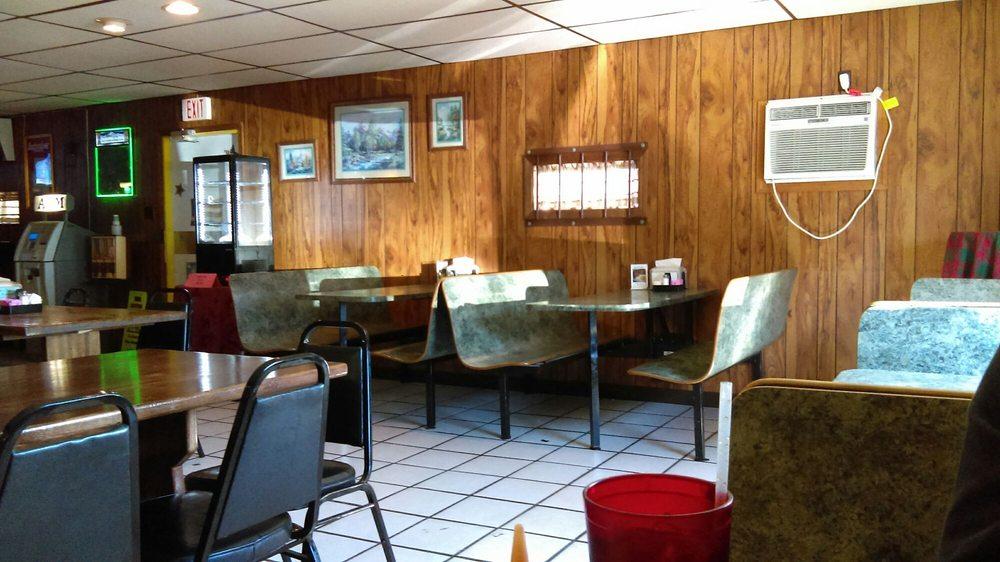Lantern Pub Family Restaurant: 607 E Main St, Ashley, IL
