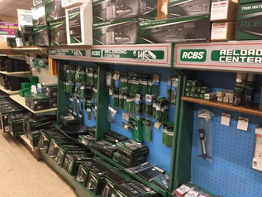 Huntington's Sportsman's Store: 601 Oro Dam Blvd E, Oroville, CA