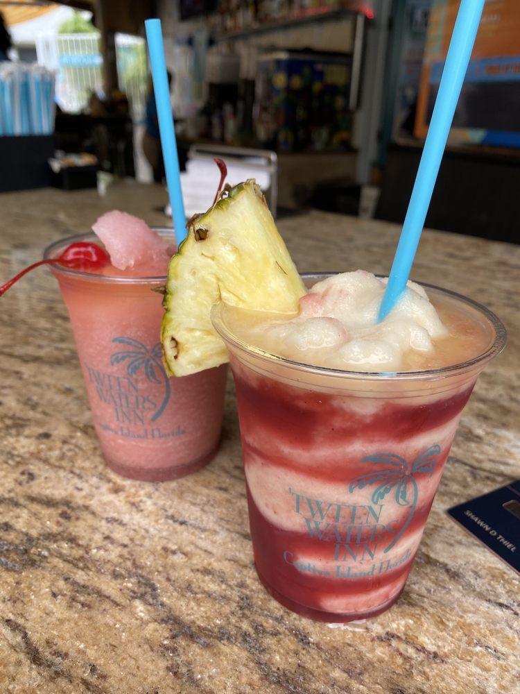 Oasis Pool Bar & Grille: 15951 Captiva Dr, Captiva, FL