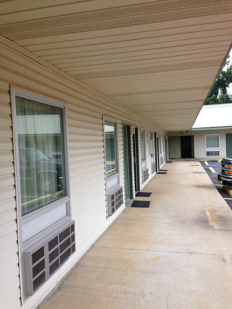 Magnolia Lodge: 201 Brister Dr, Winona, MS