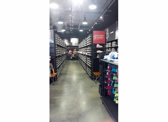 6245380ee3234b Converse - Shopping - 165 Waterfront St