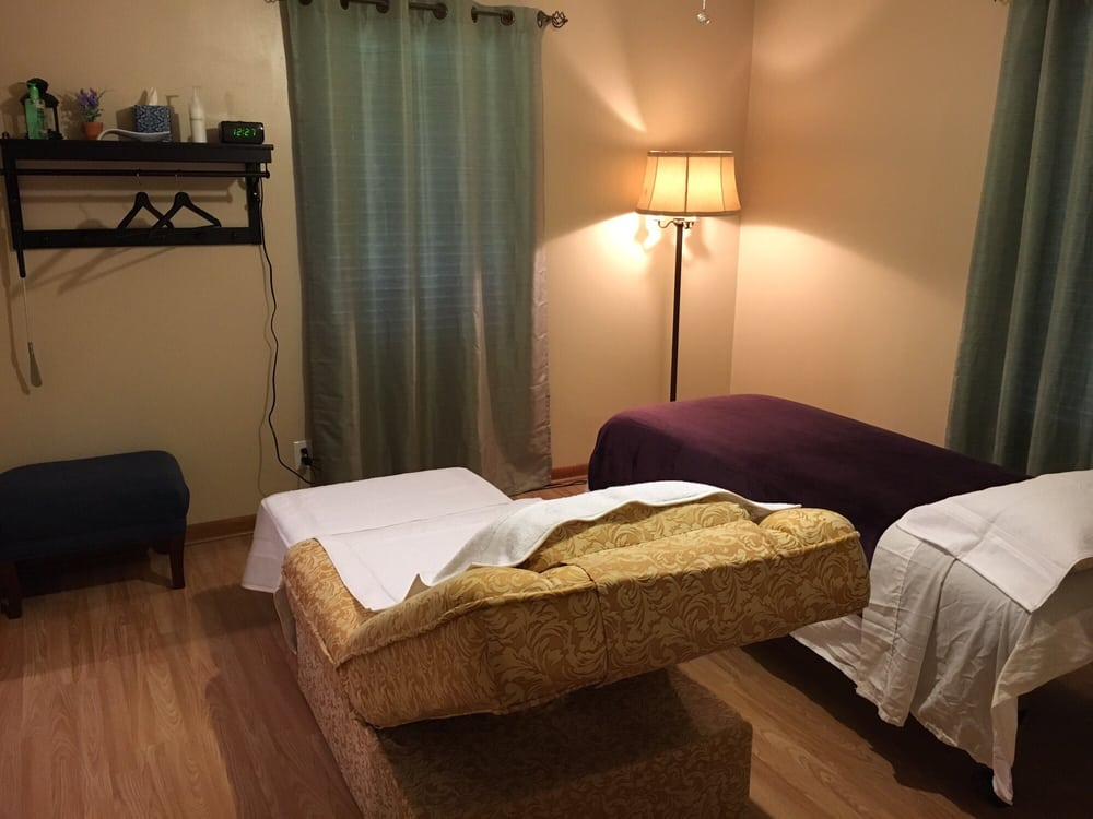 Sealy Foot Massage & Nails Spa: 327 4th St, Sealy, TX