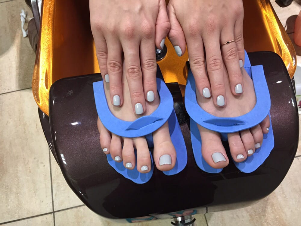 Matching mani-pedi. Hands are gel polish, toes are none-gel Polish ...