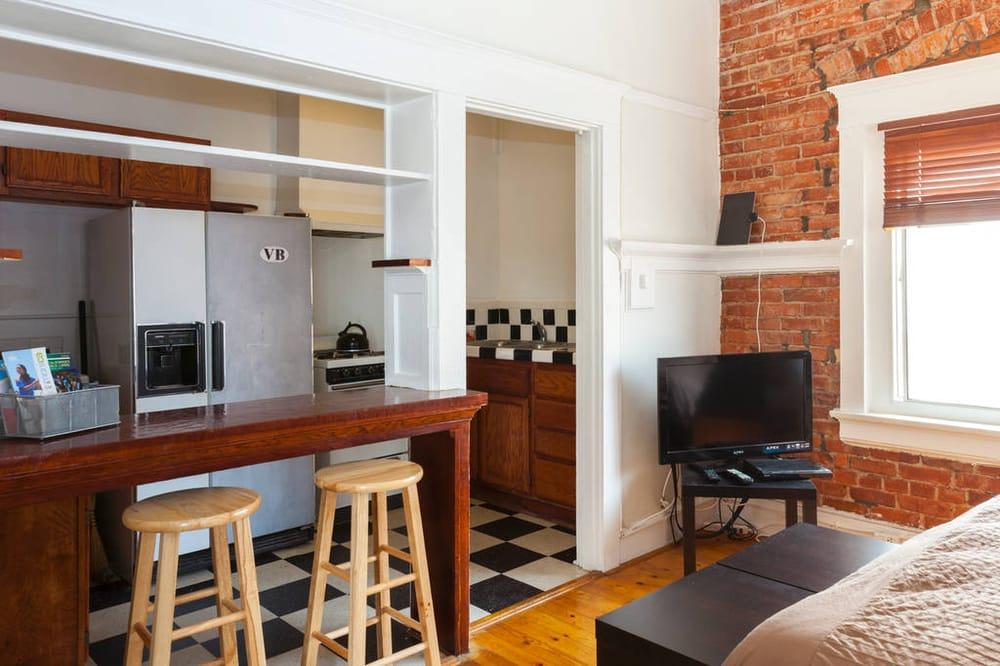The Ellison Suites: 15 Paloma Ave, Venice, CA