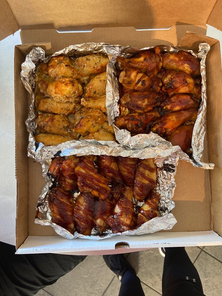 Food from Happy Pappy's Pizza n Wings