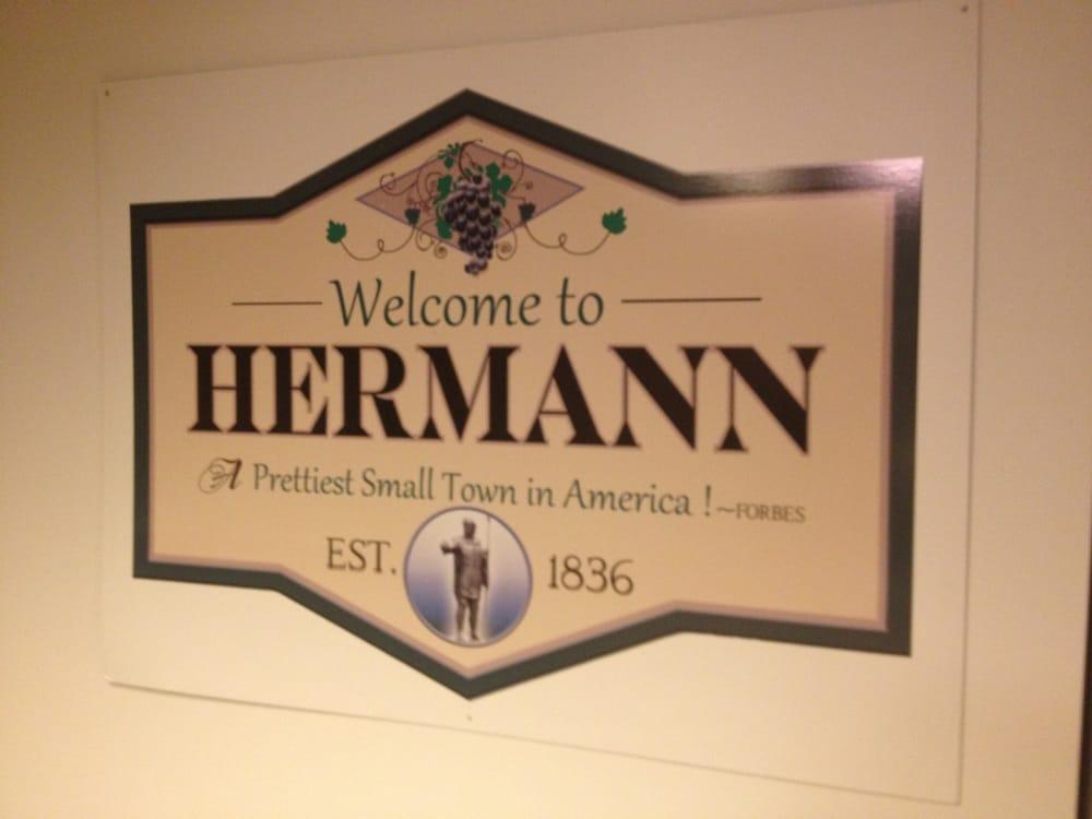 Spirit Hill Guest House & Gardens: 501 W 4th St, Hermann, MO