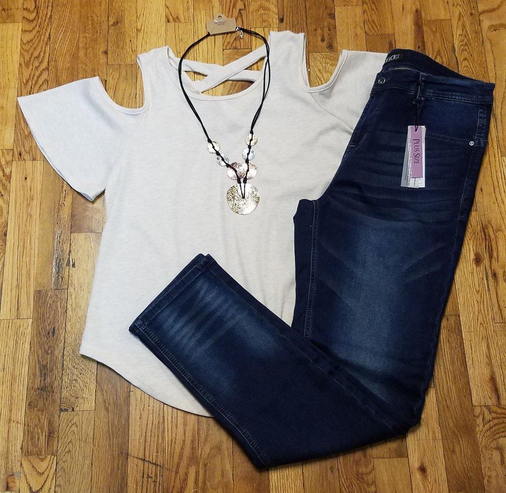 Urban Chique Boutique: 211 S Washington St, Delphi, IN
