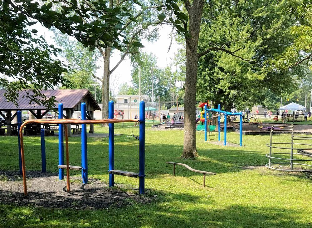 Jefferson Oaks Park: 702 Jefferson St, Frankton, IN