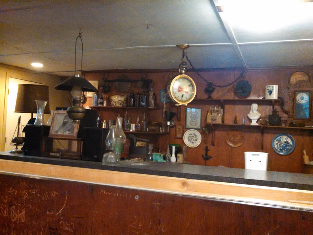 Hodges Bar-B-Q Grill: 1800 Highway 301 N, Dillon, SC