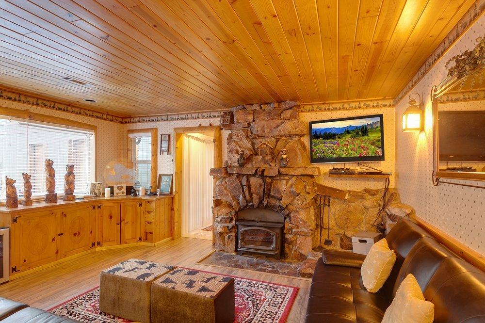 Grizzly cove cabin: 321 E Fairway, Big Bear, CA