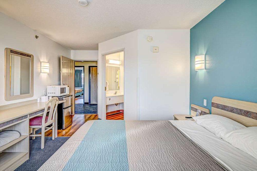 Motel 6: 2100 Stout St, Menomonie, WI