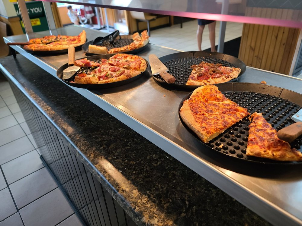 Papa's Pizza To Go: 211 Tapoco Rd, Robbinsville, NC