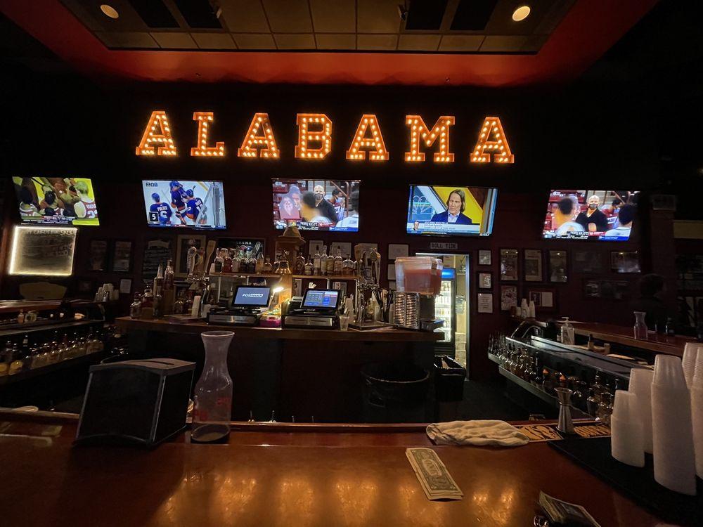 The Houndstooth Sports Bar: 1300 University Blvd, Tuscaloosa, AL