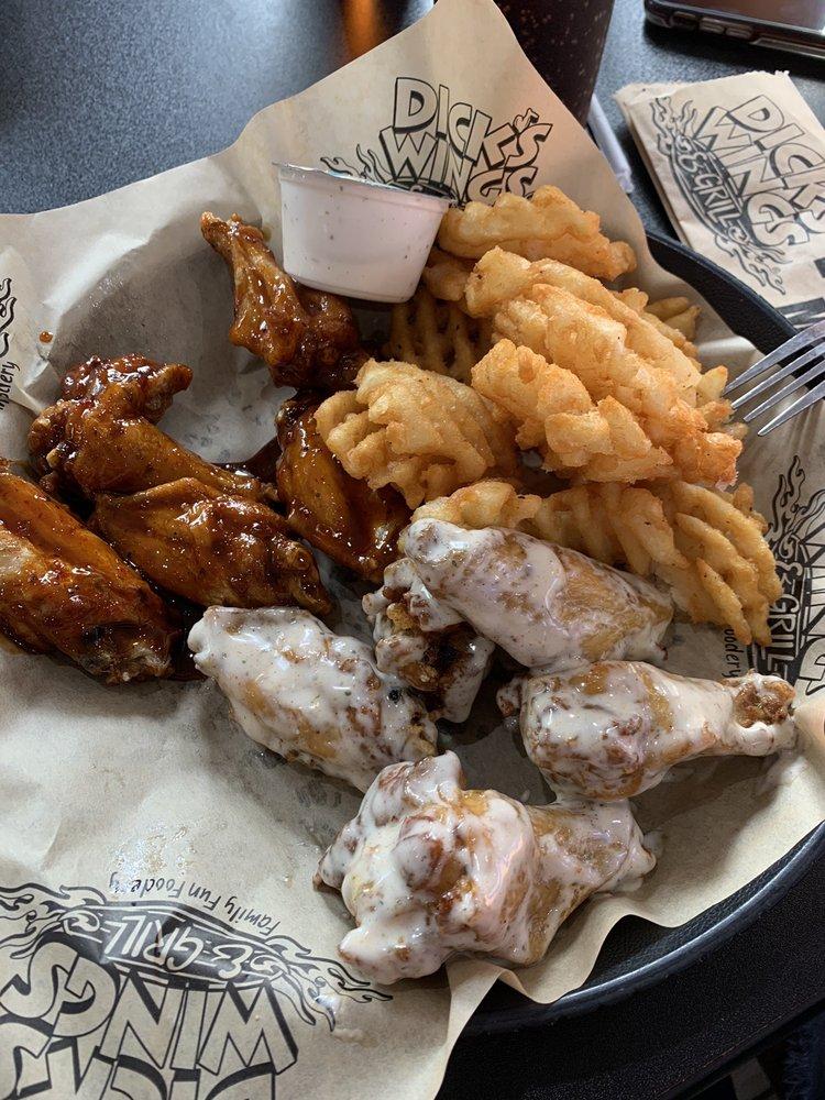 Dick's Wings & Grill - Valdosta: 1531 Baytree Rd, Valdosta, GA