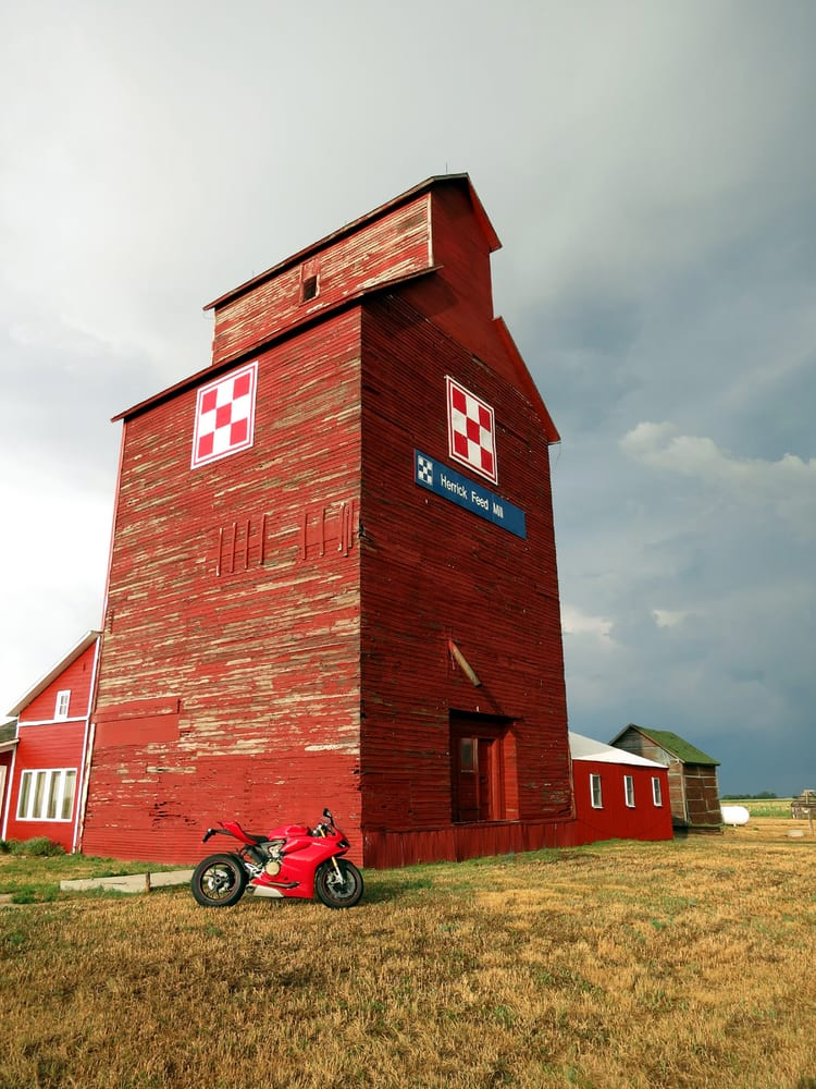 Historic Grain Elevator Bed and Breakfast: 29540 Hwy 18, Herrick, SD
