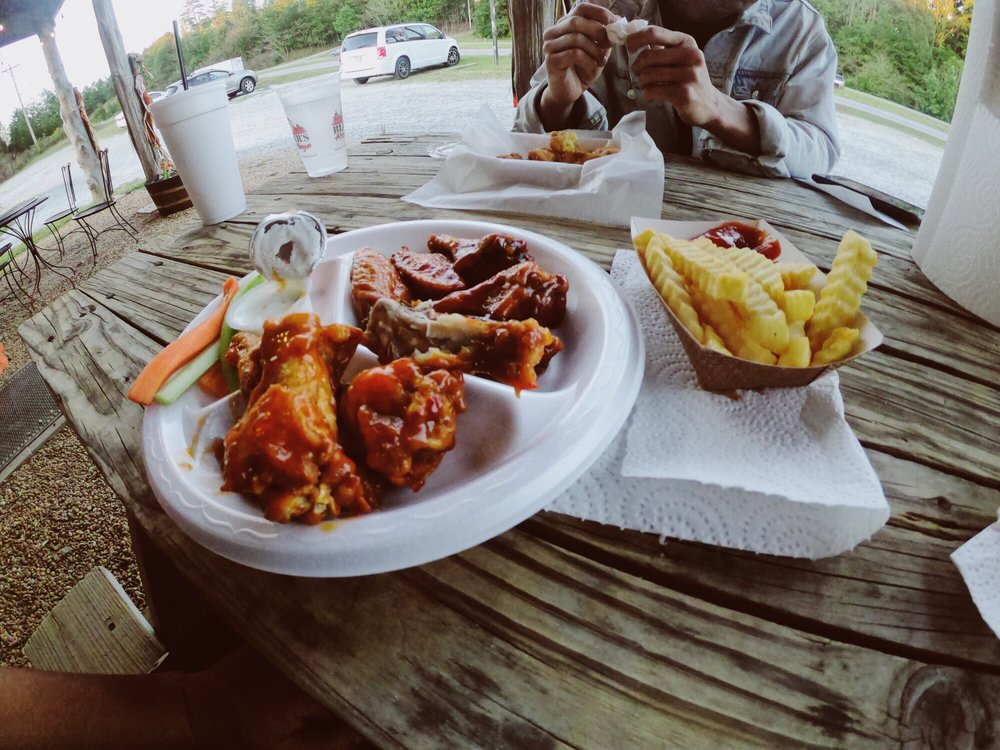 Blazer's Hot Wings of Commerce: 20608 Hwy 441, Commerce, GA