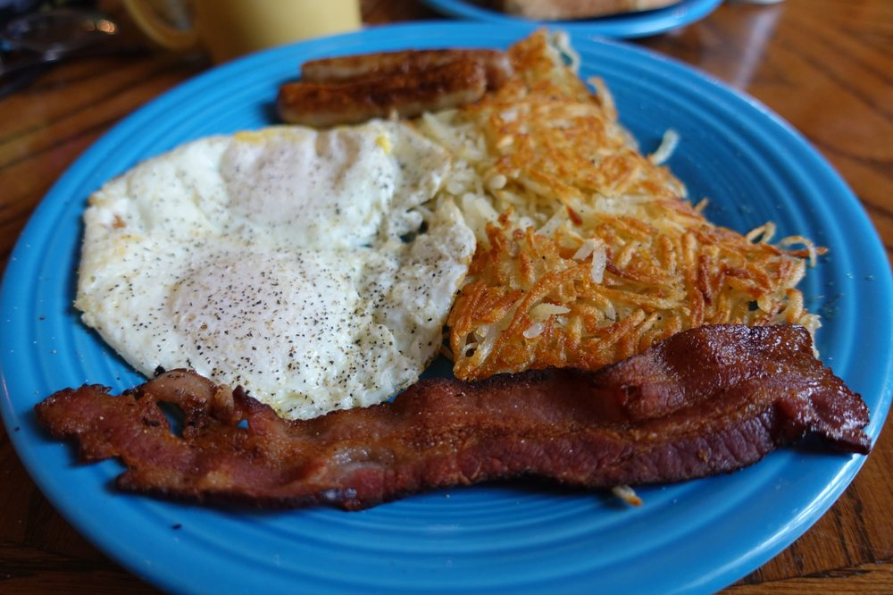 Town House Cafe: 1040 E Broadway, Goldendale, WA
