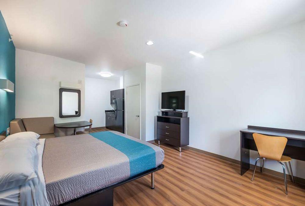 Motel 6: 209 Cedar Ln, Channelview, TX