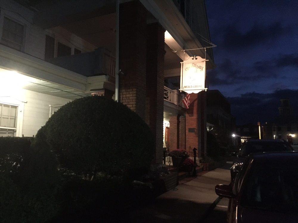 The Nu Wray Inn: 102 Town Sq, Burnsville, NC