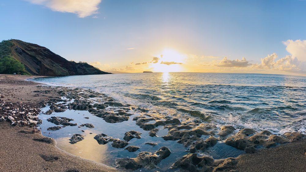 Oneuli Beach: Wailea Alanui Dr, Makena, HI