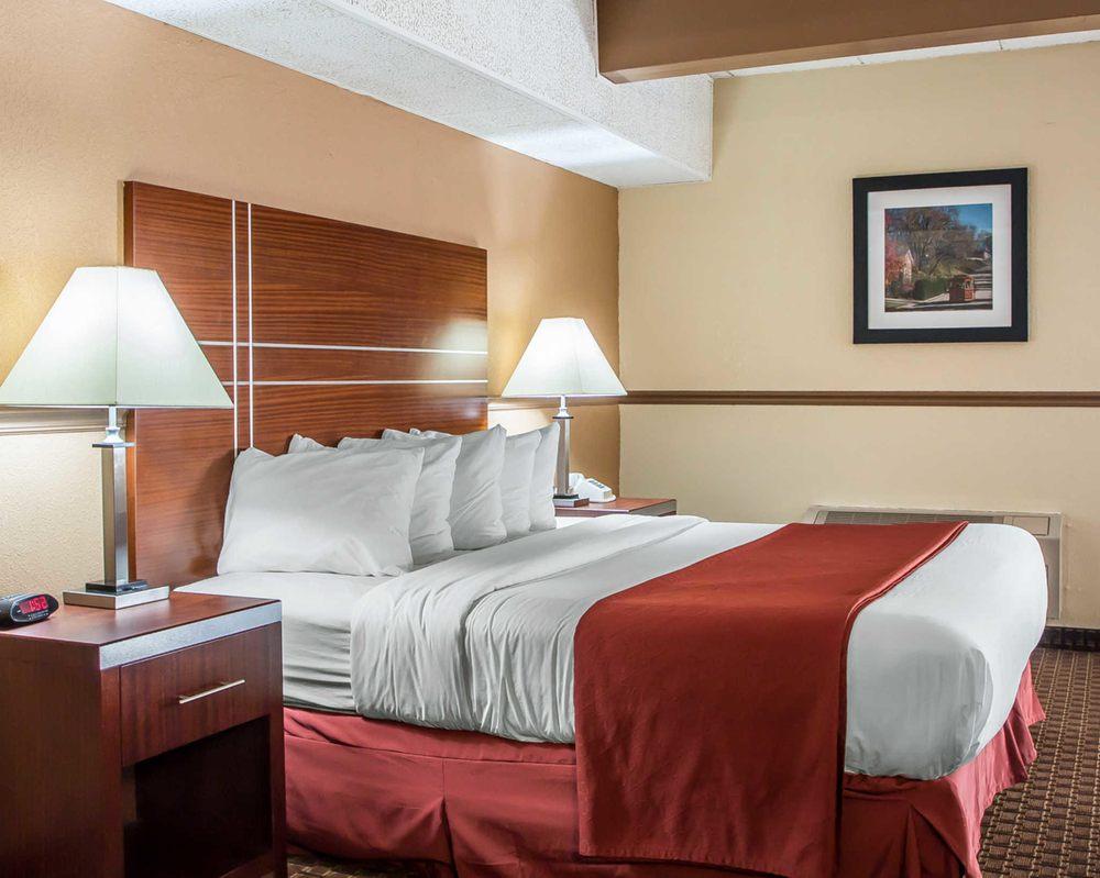 Quality Inn East Dubuque: 7787 Timmerman Drive, East Dubuque, IL