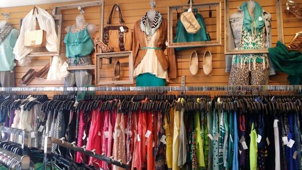 Plato S Closet 3192 S Linden Rd Flint Mi Vintage Clothing Stores