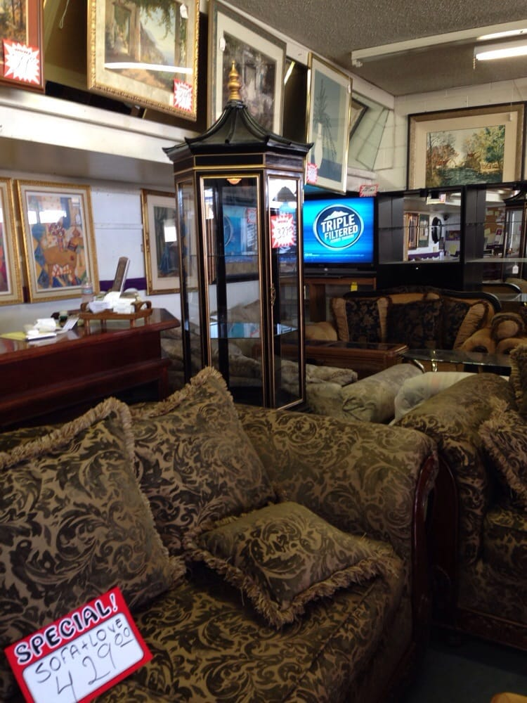 Past present furniture stores 4085 e desert inn rd for Furniture 4 less las vegas