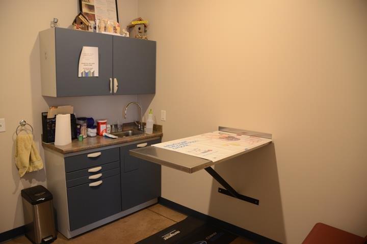 Portland Veterinary Clinic: 1407 W Votaw St, Portland, IN