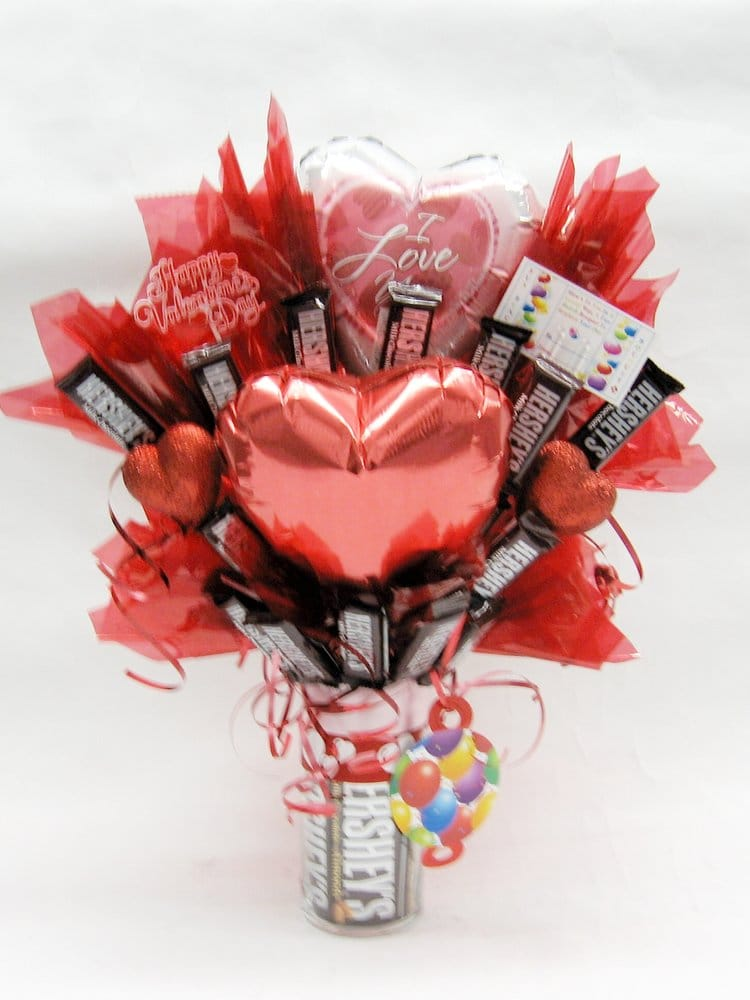 Fun Bunch 2 Balloons & Hershey Candy Bars Bouquet (Valentine\'s Day ...