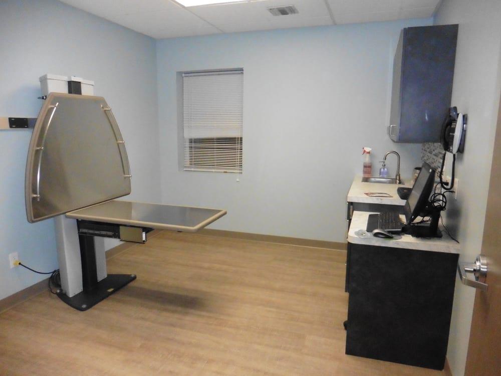 Bayport Veterinary Hospital: 973 Montauk Hwy, Bayport, NY