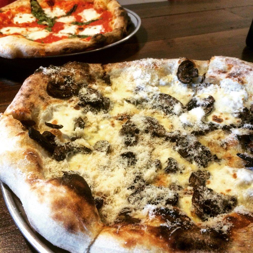Il Pizzaiolo Wood-fired Pizza: 230 S Auburn St, Colfax, CA