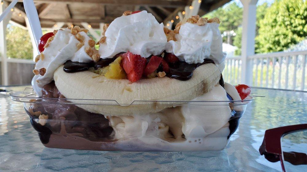 Food from Fielder's Choice Ice Cream & Mini Golf