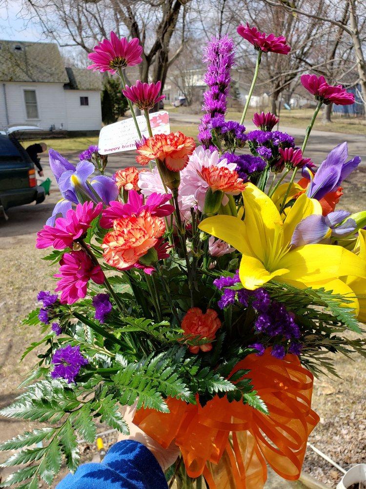 Blossom Shoppe: 401 N Demorest St, Belding, MI