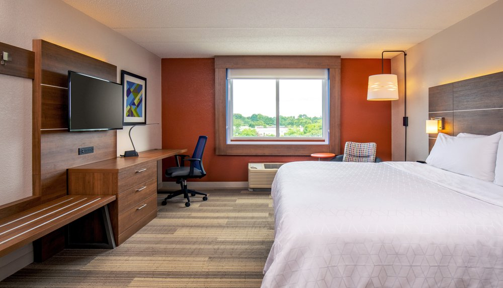 Holiday Inn Express Chesapeake - Norfolk: 721 Conference Center Dr, Chesapeake, VA
