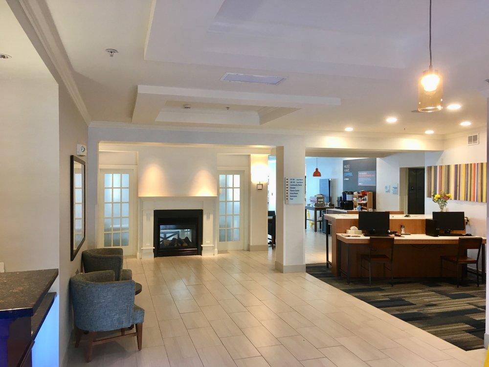 Holiday Inn Express & Suites Bethlehem Arpt-Allentown Area: 3375 High Point Blvd, Bethlehem, PA