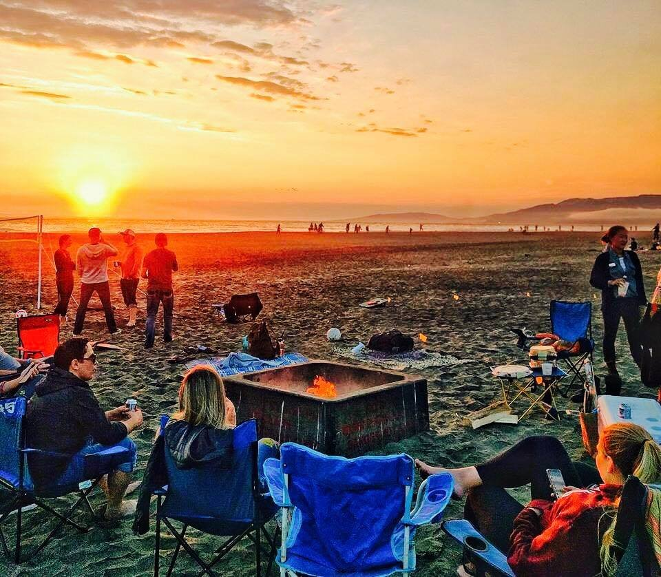 Photo of Urban Diversion - San Francisco, CA, United States. Volley ball and beach bon fire !