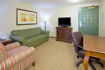 Country Inn & Suites: 2308 Lineville Rd, Green Bay, WI
