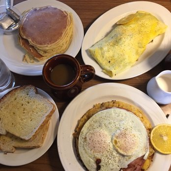 Photo Of Rounds Restaurant Traverse City Mi United States Great Breakfast Place