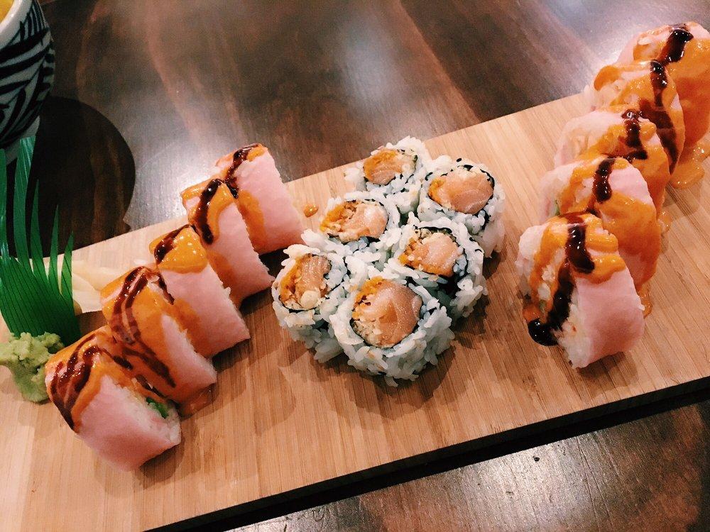 Murasaki Japanese Restaurant: 12158 Fairfax Towne Ctr, Fairfax, VA