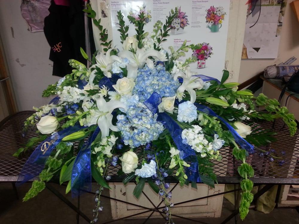 Pickford's Flowers And Gifts: 112 W Poplar, Harrisburg, IL