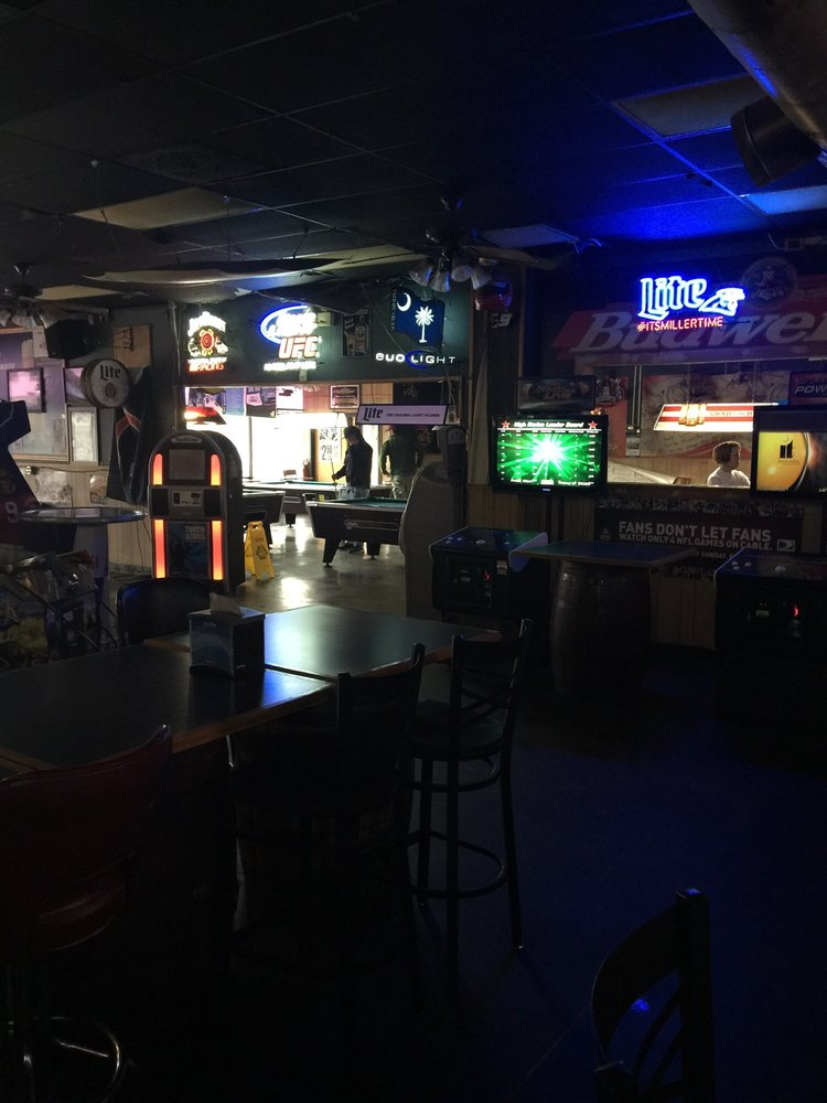 Calloway's Bar & Grill: 2410 Augusta Rd, West Columbia, SC