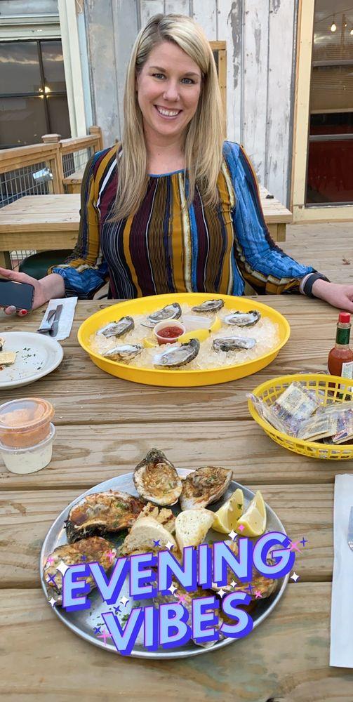 The Captain's Table: 1016 E Prien Lake Rd, Lake Charles, LA