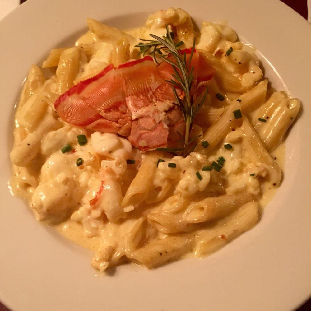 lobster mac and cheese. soooooo good! huge chunks of moist lobster