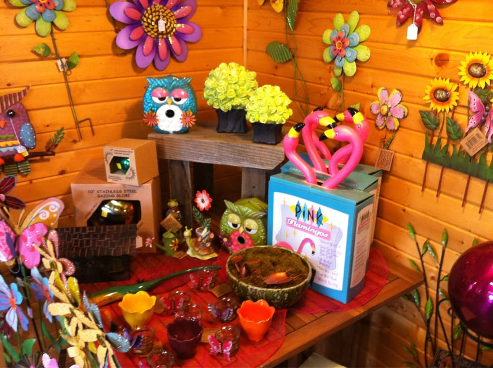 Kelly's Flower Shop: 909 N Sumner Ave, Creston, IA