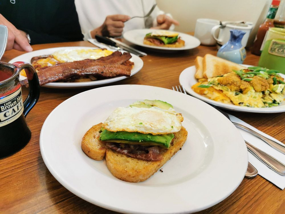 Little Brown Hen Cafe: 435 Hwy 101, Florence, OR