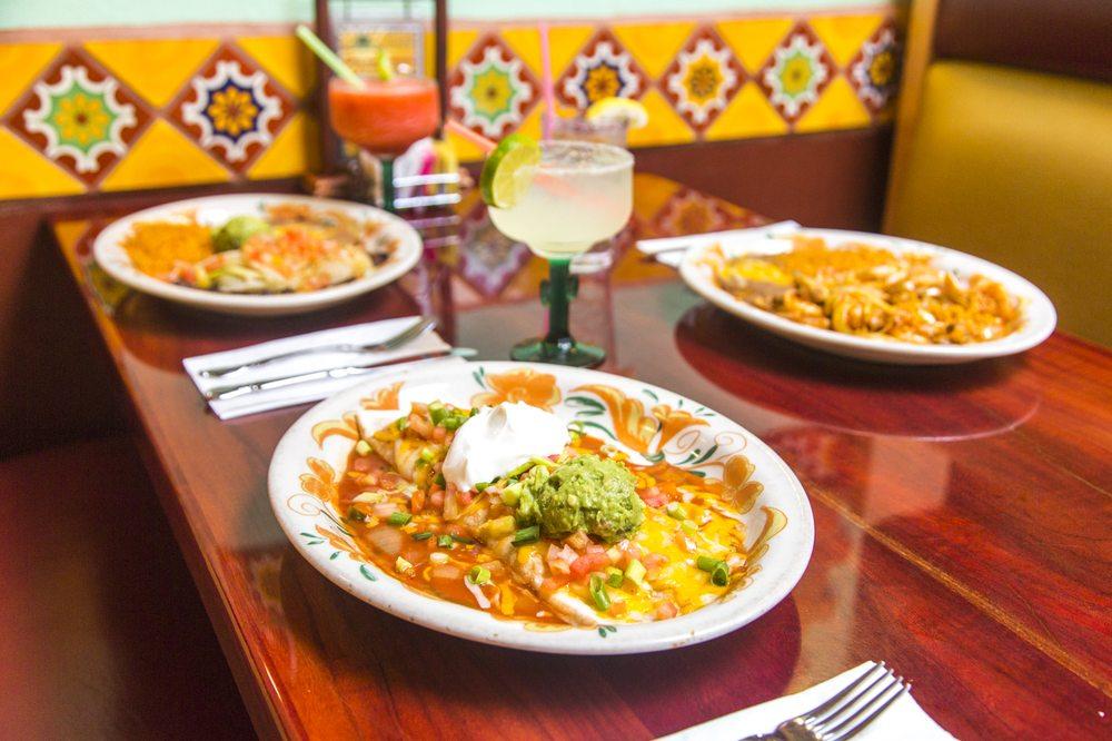 Ixtapa Family Mexican Restaurant: 25 N Santiam Hwy, Lebanon, OR